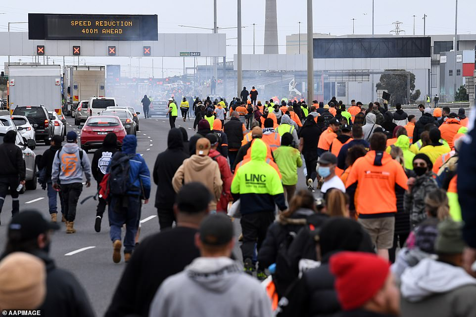 https://www.thetruthseeker.co.uk/wordpress/wp-content/uploads/2021/09/Protesting-construction-workers-move-across-the-West-Gate-Freeway-in-Melbourne.jpg